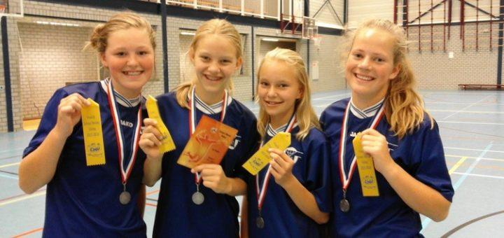Groep 8-leerlingen van de Meester Spigtschool uit Hoogkarspel behaalden een tweede plaats bij het NK School Moves Volleybal.